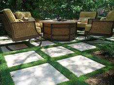 salon extérieur avec pelouse synthétique dans les joints des dalles