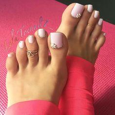 Obraz może zawierać: co najmniej jedna osoba i zbliżenie - Daily Fashion Toe Nail Color, Toe Nail Art, Nail Colors, Acrylic Nails, Pretty Toe Nails, Cute Toe Nails, Pretty Toes, Pretty Pedicures, Feet Nail Design