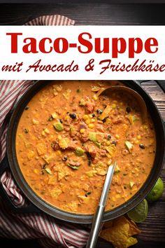 Süßer Taco der spanischen Frau Angie White ist mit Nachos Fleisch gefüllt