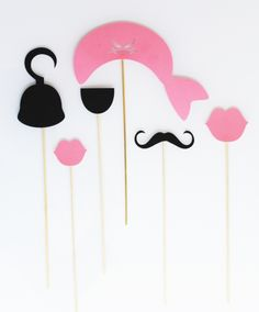 Organize a pirate and pirate princess birthday - Metarnews Sites Deco Pirate, Pirate Party, Pirate Crafts, Princess Birthday, Funny Games, Photo Booth, Lily, Organization, Accessoires Photobooth