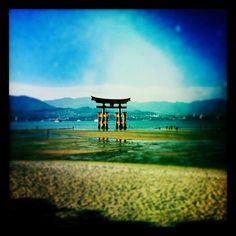 Tori-i en la isla de Mijayima, a 15 kilómetros de Hiroshima. Probablemente uno de los tres lugares más bonitos de Japón.