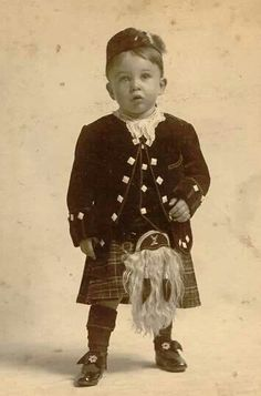 ༺☾♥☽༻ Scottish lad from around 1900. From Outlander Kitchen on FB.