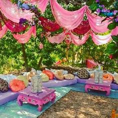 World family Ibiza. namasté decoration - Lilly is Love Outdoor Deck Decorating, Outdoor Decor, Hippie Style, Bohemian Style, Hippie Accessoires, Ibiza Party, Ibiza Fashion, Boho Decor, Home And Garden