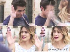L: Entonces vamos a pasear amiga. *chocan las manos* V: Me choco la mano? Me choco la mano? Jajajaja