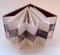 Annwyn Dean  met tal van mooie boeken inspirerend voor kalligrafie....