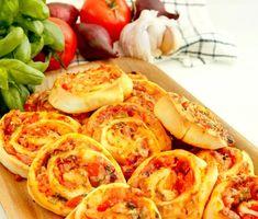 Pizzasnurror | Recept ICA.se Good Mood, Shrimp, Bacon, Pizza, Meat, Cooking, Food, Kitchen, Kochen