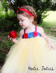 Snow White Tutu Dress, Halloween Costume, baby girl, infant, toddler, child, 12, 24, 2t, 3t, 4t, 5t. $35.00, via Etsy.