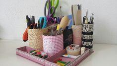 Organizador de escritorio con materiales reciclados