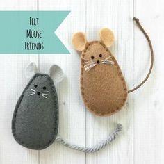 Summer Make-Along: Felt Mouse Friends Mouse Crafts, Dog Crafts, Felt Crafts, Crafts For Kids, Fabric Crafts, Homemade Cat Toys, Diy Cat Toys, Felt Christmas Decorations, Felt Christmas Ornaments