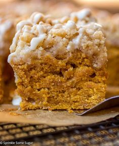 Pumpkin Coffee Cake - Sprinkle Some Sugar Yield- One inch pan This pumpkin coffee cake is the perfect Fall breakfast treat! Köstliche Desserts, Delicious Desserts, Dessert Recipes, Yummy Food, Health Desserts, Drink Recipes, Pumpkin Coffee Cakes, Pumpkin Dessert, Sugar Pumpkin