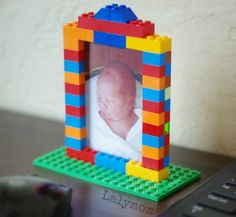DIY LEGO Picture Frames that are great photo gift ideas. Dad's and Mom's love homemade gifts from their kids and kids love making gifts! This Lego picture frame idea is so much fun to make and very easy, too! Fiesta Batman Lego, Lego Batman Party, Lego Batman Birthday, Superhero Party, 6th Birthday Parties, Birthday Party Decorations, Boy Birthday, Lego Decorations, Diy Lego Birthday Party Ideas