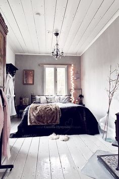 room, bedroom, and bed-bild