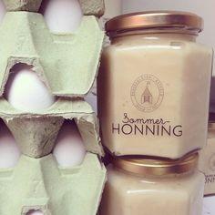 """""""Egg, is og honning #honning #egg #lokalmat #kortreist #ureist #bamserudgård #gård"""", Norge."""