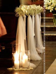 Kwiaty, tiul, lampiony – romantyczna ślubna dekoracja kościoła Wedding Church Aisle, Aisle Runner Wedding, Church Wedding Decorations, Wedding Themes, Wedding Centerpieces, Wedding Designs, Wedding Bouquets, Wedding Ceremony, Wedding Wows