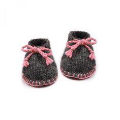 http://www.mamyfactory.com/861-thickbox/chaussons-bebe-anthracite-et-rose-forme-desert-boots-en-laine-et-alpaga.jpg