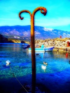 "Momentsbook.com: ""Η θάλασσα μπροστά χρώμα στα μάτια  τα πόδια ακίνη..."