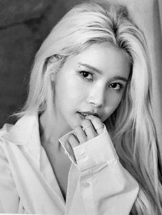 Kpop Girl Groups, Korean Girl Groups, Kpop Girls, Mamamoo Solar, Korean Women, South Korean Girls, K Pop, Bts Blackpink, Mamamoo Kpop