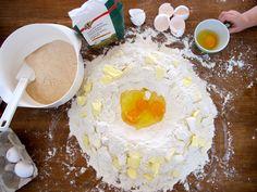 Spitzbuben backen mit Spitzbube Hummus, Feels, Breakfast, Ethnic Recipes, Food, Dessert, Kuchen, Morning Coffee, Essen