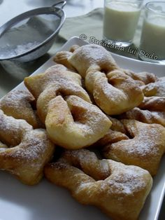 Bucataria lui Dodo | Minciunele/Gogoşi Romanian Desserts, Romanian Food, Just Bake, Pastry And Bakery, Sweet Cakes, Food To Make, Cake Recipes, Deserts, Food And Drink