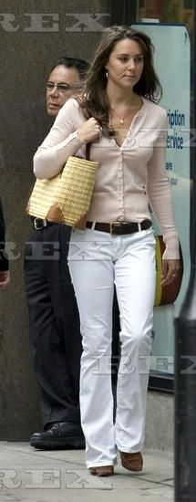 KATE MIDDLETON AFTER A JOB INTERVIEW AT THE LAURENT DELAYE ART GALLERY, LONDON, BRITAIN - 08 SEP 2005