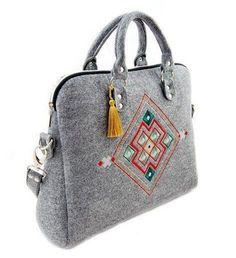 Hand made gray felt handbag inspired Slavic door PolishFashionDesign Handmade Handbags, Leather Bags Handmade, Handmade Bags, Leather Bag Pattern, Slouch Bags, Hippie Bags, Leather Saddle Bags, Diy Handbag, Embroidered Bag