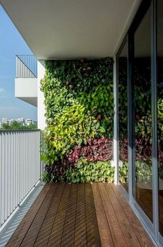 Stunning Vertical Garden for Wall Decor Ideas Do you have a blank wall? do you want to decorate it? the best way to that is to create a vertical garden wall inside your home. A vertical garden wall, also called… Continue Reading → Small Balcony Garden, Vertical Garden Design, Indoor Garden, Garden Wall Decor, Easy Garden, Outdoor Design