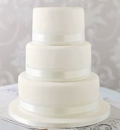 Elegant Round Wedding Cake / white - Marks & Spencer - I'd liked the assorted cake