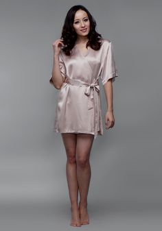 The length of this fashionable robe is above the knee. Bias cut and edgeless seam are for comfortable fit and an intimate touch with silk. Half-hidden silk-made belt creates the female curve. This design is sweet, lovely, stylish and elegant, which fully reflects your femininity.