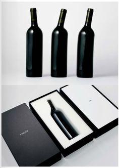 Beschwipste Weinflaschen