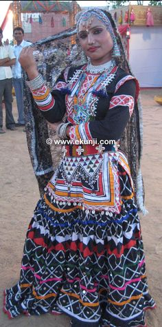 Rajasthani dancer-So beautiful Tribal Looks, Tribal Style, Dress Attire, Tribal Belly Dance, India People, Belly Dance Costumes, Tribal Fusion, Belly Dancers, Beautiful People