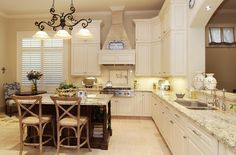 Gourmet kitchen w/granite countertops, large island w/breakfast bar, wood cabinetry, Viking 6 gas-burner cooktop