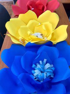 Decor pentru 1 Decembrie- Ziua Națională a României 1 Decembrie, Romania, Paper Flowers, Dolls, Preschool, Wedding, Manualidades, Earth, Colombia