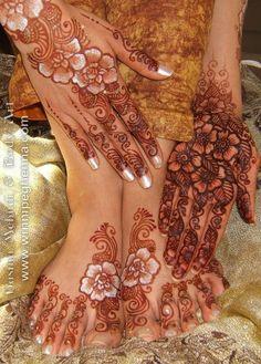 Beautiful Arabic style henna with gilding.