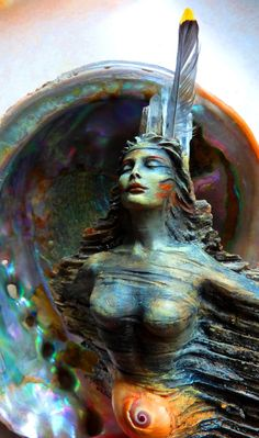 Earth Goddess with Crystals and Shell ~ loved and pinned by http://www.shivohamyoga.nl/ #divine #goddess