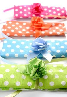 Selbstraffende Schleife aus Satinband 5er Pack #Geschenkverpackung #Geschenkband #Geburtstagsgeschenk #Geschenkschleife