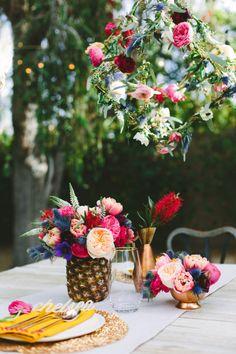DIY floral geometric pendant table decor for those retro Spring celebrations.