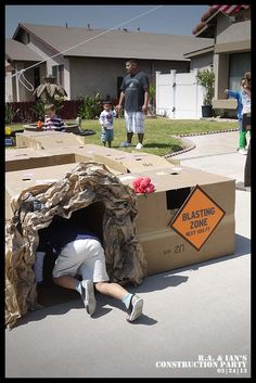 These Construction Truck Birthday Party Ideas are awesome!!!! My son would go nuts - www.spaceshipsandlaserbeams.com #party #boy #boypartyideas