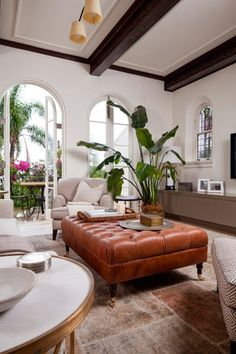 Blanco Interiores Tropical Living Rooms