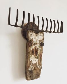 10 Beautiful And Sensible Driftwood Crafts For A Shabby Chic Home Metal Yard Art, Scrap Metal Art, Found Object Art, Found Art, Sheet Metal Crafts, Wood Sculpture, Sculptures, Diy Home Accessories, Craft Images