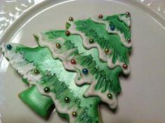 Oh Christmas Tree! Christmas Treats To Make, Christmas Cake Decorations, Christmas Tree Cookies, Royal Icing Decorations, Fun Cookies, Christmas Goodies, Holiday Cookies, Cupcake Cookies, Holiday Treats