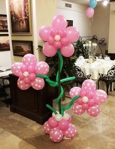 FLORI BALOANE CU BULINE Floricele din baloane cu buline, montate pe suport din fier.  Foarte potrivite pentru intrare in sala sau pentru colturile ringului de dans. Balloons, Decor, Globes, Fiestas, Decoration, Balloon, Decorating, Hot Air Balloons, Deco
