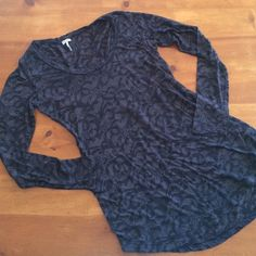 Splendid Snake Print Long Top Black cotton and polyester slightly sheer top, 30 inches from shoulder to base hem, great condition Splendid Tops Tees - Long Sleeve