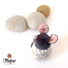 Souris Blanche à tête noire en céramique Raku : Accessoires de maison par fanfan-rouge-gorge