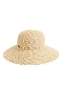 This straw sun hat is a must-have for summer! It's woven from airy, lightweight straw for a look that's both graceful and chic.