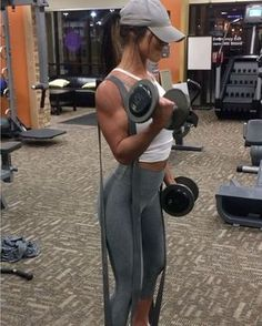 """10.5k Likes, 234 Comments - Jill Mahowald (@jillchristinefit) on Instagram: """"NOODLE ARMS! That's how I feel after this! Tricep+Bicep supersets. This workout was in the 12-15…"""""""
