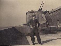 Ein 16-jähriger Flakhelfer auf dem Flakturm Berlin-Gesundbrunnen im Volkspark Humboldthain. - Wikimedia / Public Domain