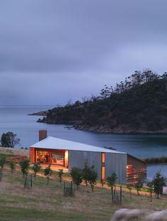 The Shearers Quarters Bruny Island, Tasmania - John Wardle architect Australian Architecture, Architecture Design, Shed Design, House Design, Modern Farmer, Rural House, John Wardle, House Roof, Minimalist Home