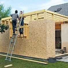 Construire soi-même son extension en bois Build your own wooden extension Develop your garden by peHow to make your supShe steals 4 logs in the Patio Roof, Pergola Patio, Cheap Pergola, Pergola Kits, Casa Dos Hobbits, Roof Design, House Design, Garage Extension, Diy Shed