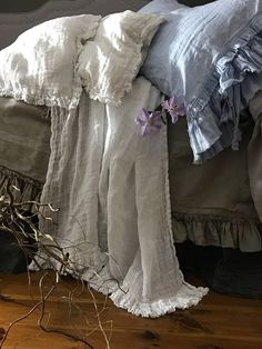 Linen pillowcase 'Sauvage' with double frayed ruffles