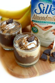 Healthy Peanut Butter Cup Smoothie: Cut in half for one serving, but boost to 2 handfuls of spinach! Healthy Desserts, Healthy Drinks, Healthy Smoothies, Smoothie Recipes, Yummy Drinks, Yummy Food, Desserts Sains, Brunch, Healthy Shakes